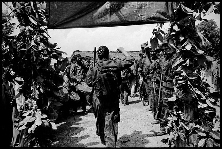 Maoist guerrillas arriving in Dailekh 2001