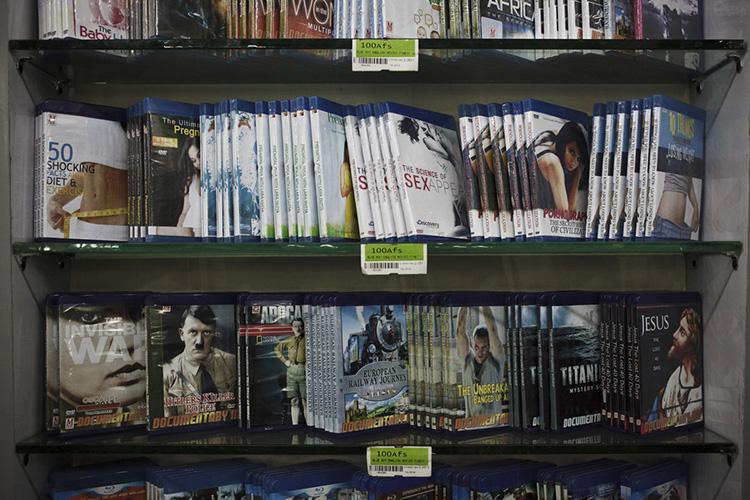 Le rayon DVD du Finest Supermarché. Kaboul, Afghanistan 2013.