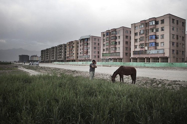 Les tours de Rahman Mina, en banlieue est de Kaboul. Kaboul, Afghanistan 2013.