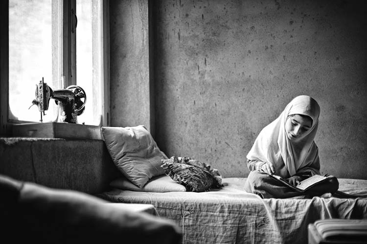 Hamala, 8, recites the Koran by memorising the sounds. Her mother teaches her the Koran. Bahrain, Swat, Pakistan. 2011/05/26.