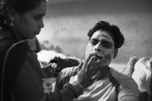 In preparation of a celebration Fakirs wife applies a bleaching crème at her husband's face. Except the support of his wife and her family there is almost no one that he could share his worries with.